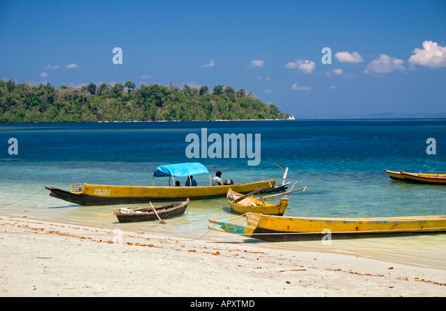 Indien fishing boats on the beach, Andaman Islands, India - Stock-Bilder