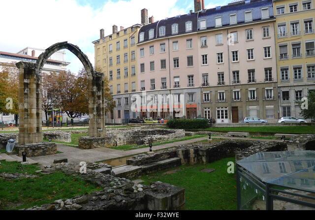 Site archeologique stock photos site archeologique stock for Jardin interieur lyon