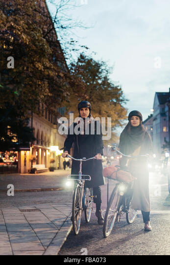 Sweden, Uppland, Stockholm, Vasatan, Sankt Eriksgatan, Man and woman cycling on city street - Stock Image