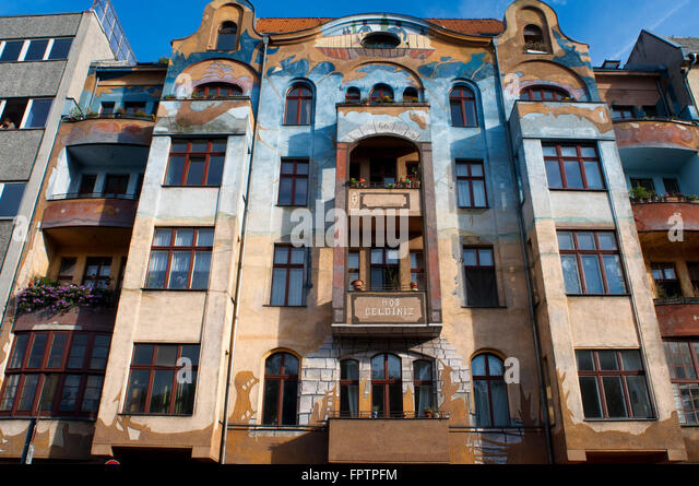 Hos Geldiniz, Falckensteinstrasse 46 in Berlin, Germany, Europe. You can find this beautifully painted house at - Stock-Bilder