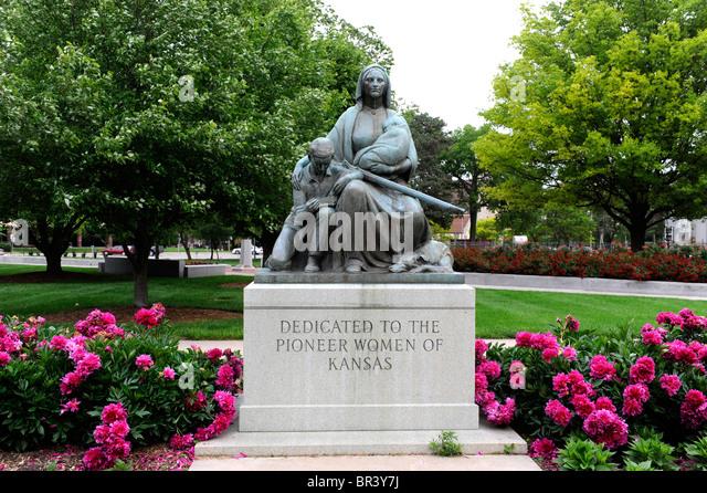 Pioneer Woman Statue Stock Photos Amp Pioneer Woman Statue