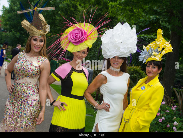 Ascot, UK. 20th June, 2017. Fashions on day one of Royal Ascot races, UK. 20th June, 2017. Credit: John Beasley/Alamy - Stock-Bilder