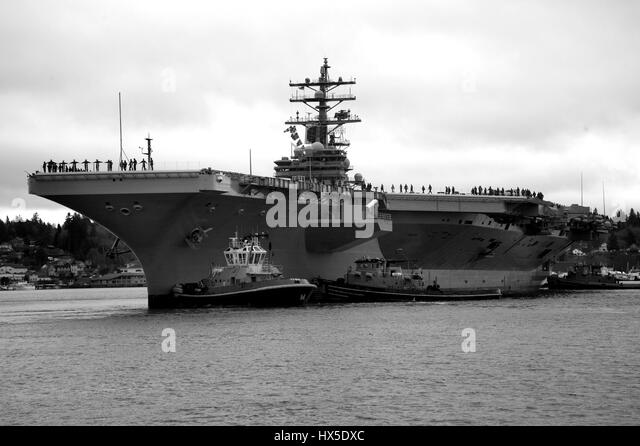 Aircraft carrier USS Ronald Reagan (CVN 76) departs from Bremerton, Washington for San Diego following over a year - Stock Image