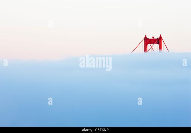 USA, California, San Francisco, Golden Gate Bridge in fog - Stock Image