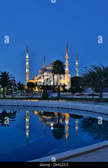 Blue Mosque reflected on pool, Istanbul, Turkey - Stock Image