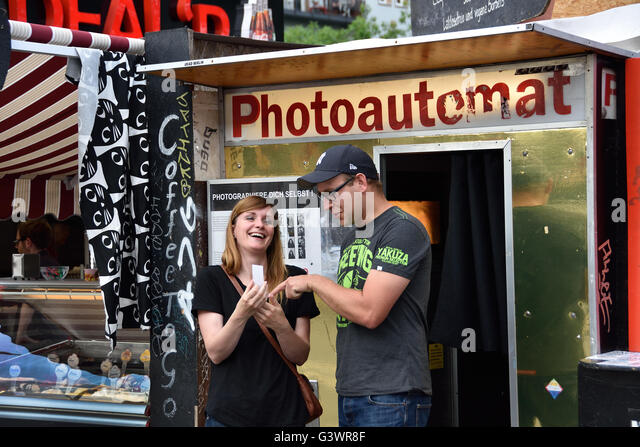 berlin photoautomat stock photos berlin photoautomat stock images alamy. Black Bedroom Furniture Sets. Home Design Ideas