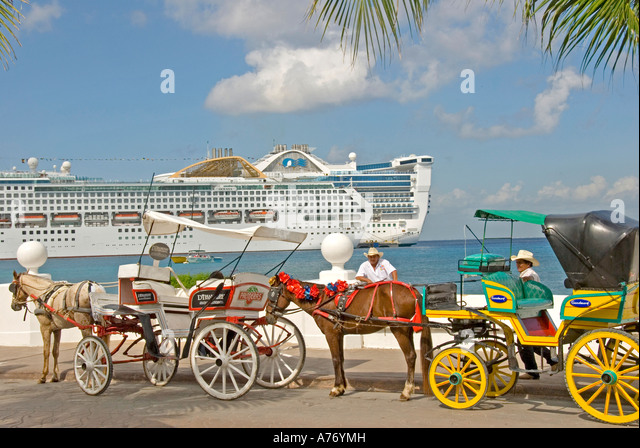 Cozumel Mexico San Miguel town horse drawn carriage with cruise ship in background - Stock Image