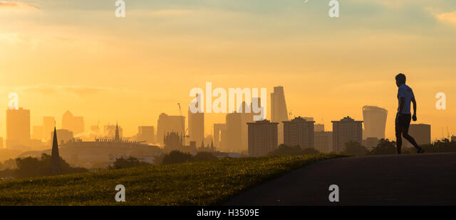 Primrose Hill, London, October 4th 2016.Dawn breaks across London, throwing the city's skyline into silhouette. - Stock Image