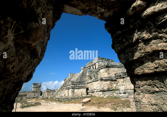 Tulum Archway framing El Castillo Maya archaeological site Mexico Yucatan Cancun area - Stock Image