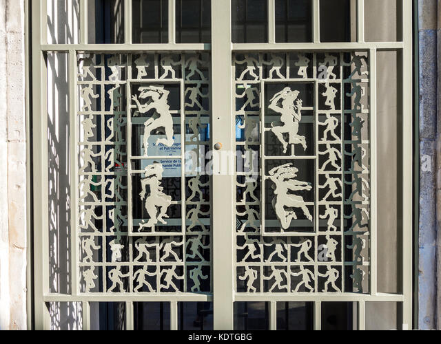 Decorative metal door grille, La Rochelle, France. - Stock Image