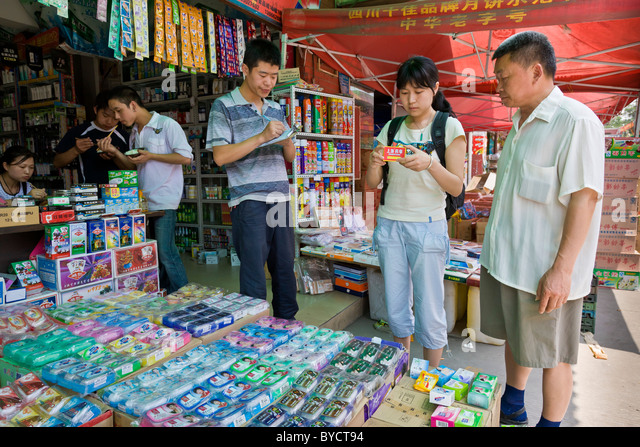 Shopping for gifts for victims of 12 May 2008 earthquake at wholesale market in Chengdu, Sichuan Province, China. - Stock Image