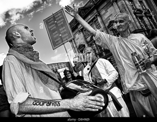 Shout Gouranga meet the Hare Krishna's in The High St Edinburgh, Scotland, August festival time - Stock Image