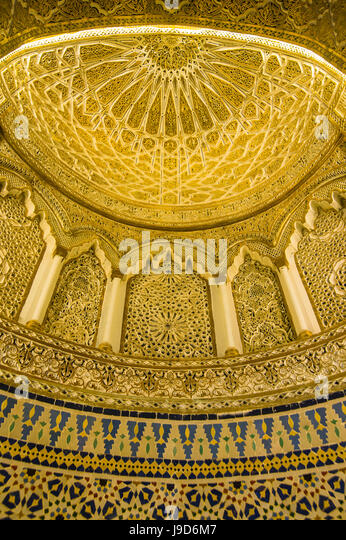 Golden dome inside the magnificent Grand Mosque, Kuwait City, Kuwait, Middle East - Stock-Bilder