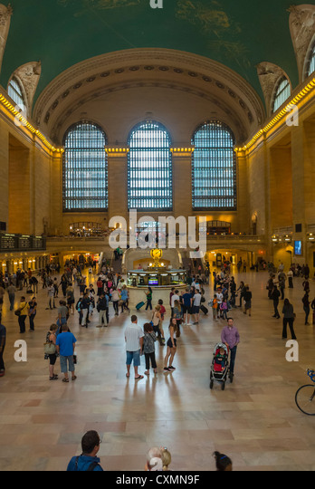 New York, Tourists Visiting Grand Central Train Station Building, Manhattan - Stock Image