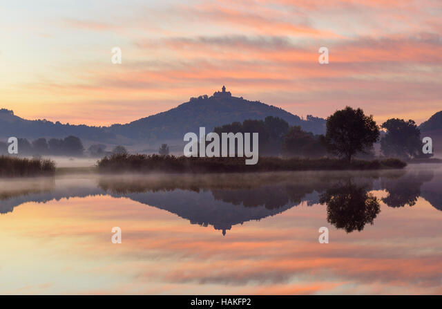 Wachsenburg Castle at Dawn Reflecting in Lake, Drei Gleichen, Ilm District, Thuringia, Germany - Stock Image