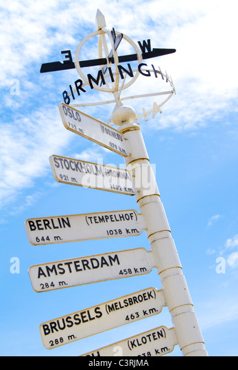 Finger post at Birmingham International Airport highlighting international travel destinations. - Stock-Bilder