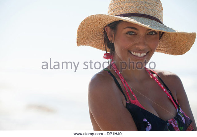 Woman wearing hat on beach - Stock Image