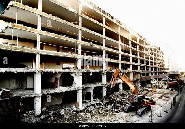 Building Being Demolished : Raze stock photos images alamy