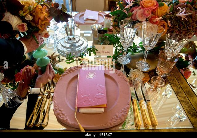 Washington DC, USA. 18th Oct, 2016. White House staff put final touches on table settings for the Italy State Dinner - Stock Image