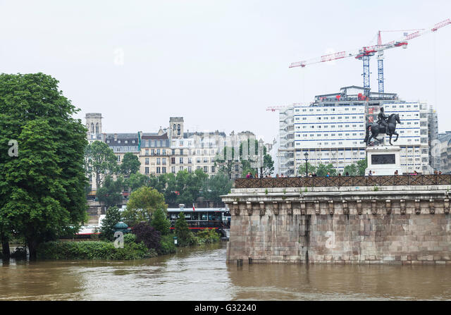 Paris, France. 06th June, 2016. Flood decrease, decrue de la Seine, square du vert galant, Paris, 06/06/2016 Credit: - Stock Image