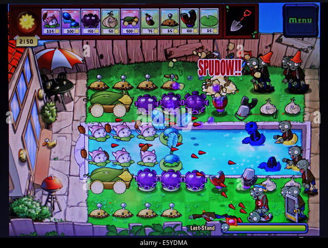 screenshot of Plants vs Zombies computer game - Stock Image