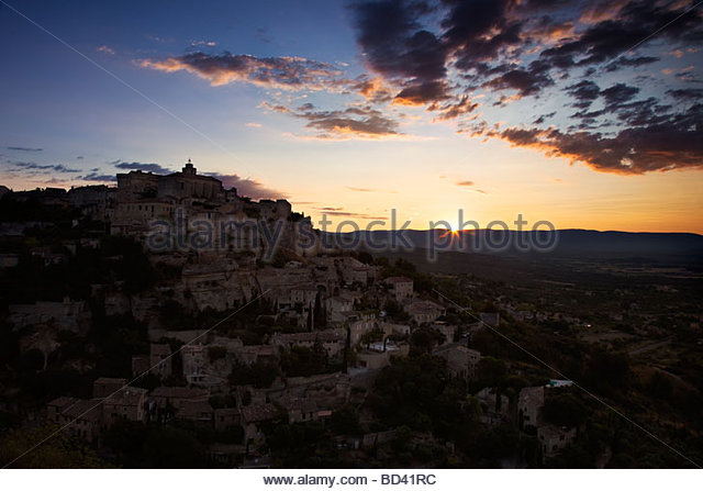 Sunrise over Gordes, Provence France - Stock-Bilder