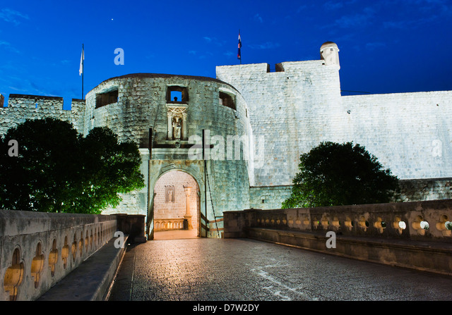 Pile Gate at night, the entrance to Dubrovnik Old Town, Dubrovnik, Croatia - Stock Image