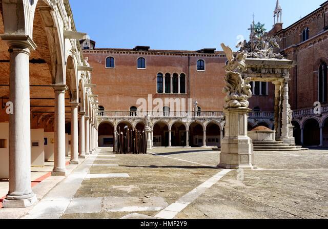The cloister of the Basilica of Santa Maria Gloriosa dei Frari, Venice, northern Italy. - Stock Image