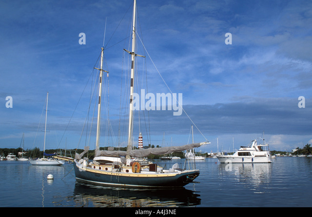 Bahamas Abaco Hopetown Harbour lighthouse sailboats anchored in calm seas - Stock Image