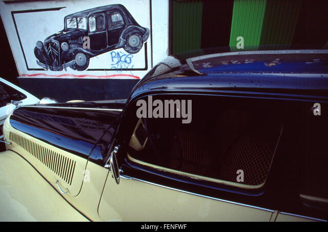 Affiche stock photos affiche stock images alamy for Garage citroen blan