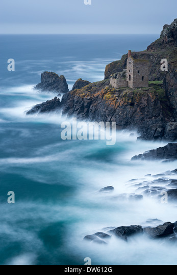 Abandoned ruin of tin mine engine house on the Cornish cliffs near Botallack, Cornwall, England. Autumn (October) - Stock Image