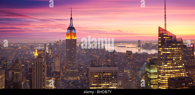 Elevated view of the Empire state building viewed at sunset - Stock-Bilder