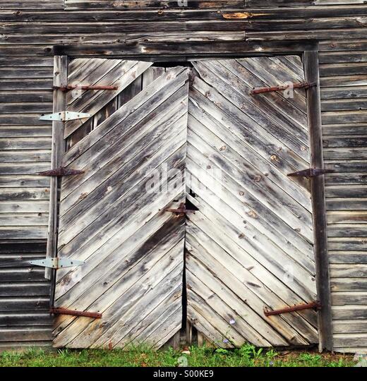 Old gray barn door - Stock Image