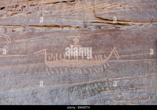 Petroglyph of high prowed boat with crew and chief in the Wadi Umm Salam in Egypt's Eastern Desert - Stock Image