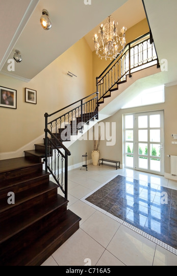 Elegant entrance hall stock photos elegant entrance hall for Modern entrance hall