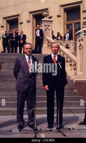 Russian Foreign Minister Andrei Kozyrev (L) and U.S. Secretary of State Warren Christopher in Moscow, 1993 - Stock Image