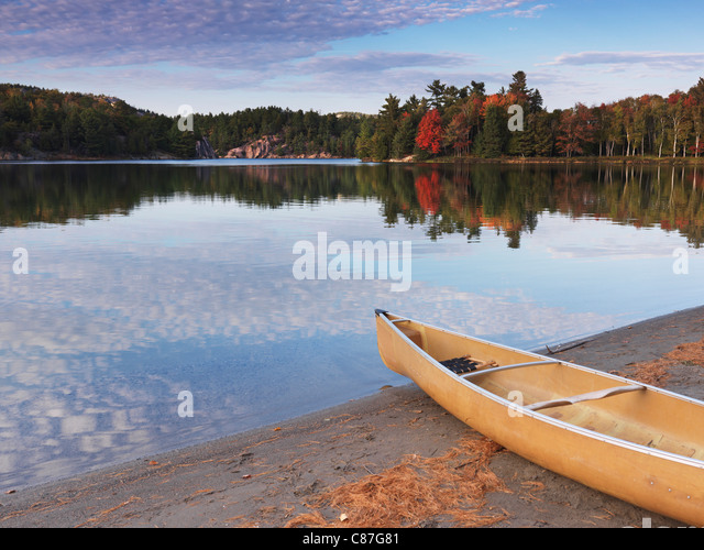 Canoe on a shore of George lake. Beautiful fall nature scenery. Killarney Provincial Park, Ontario, Canada. - Stock Image
