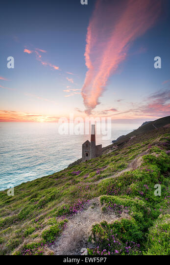 Sunset over the Townaroath pumping house at St Agnes in cornwall - Stock Image