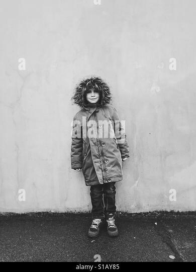 Young Boy along the wall - Stock-Bilder