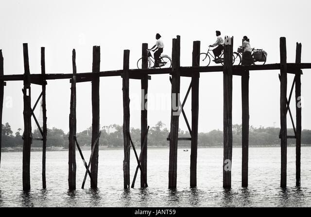 Black and white image of U Bein Bridge near Amarapura crossing Taungthaman Lake and consists of over 1,000 Teakwood - Stock-Bilder