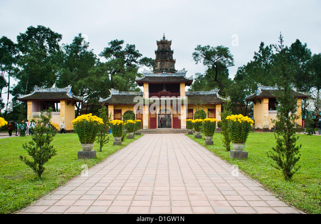 Buildings near the Thien Mu Pagoda, Hue, Vietnam, Indochina, Southeast Asia, Asia - Stock-Bilder