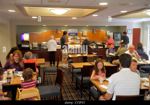 Rhode Island Newport Middletown Holiday Inn Express motel breakfast room self-serve guests morning family - Stock Image
