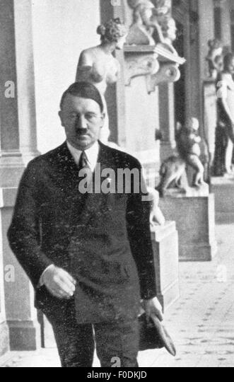Adolf Hitler in the Academy of Fine Arts, Munich, circa 1935 - Stock-Bilder