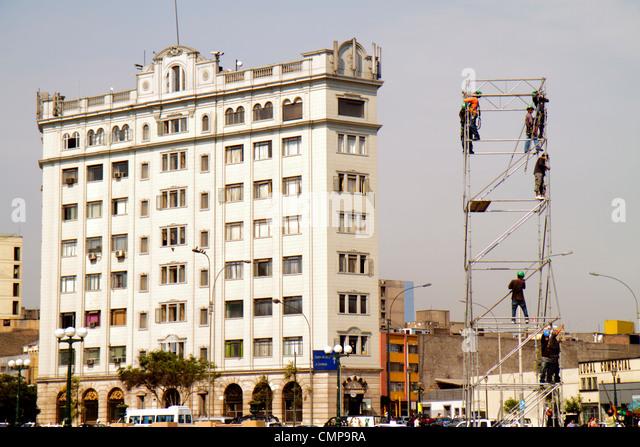 Peru Lima Peru Lima Real Plaza Calle Franklin D. Roosevelt street scene high-rise building Hispanic man laborer - Stock Image