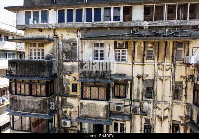 India Asian Mumbai Churchgate Veer Nariman Road apartment building residences exterior dirty mold mildew soot - Stock Image