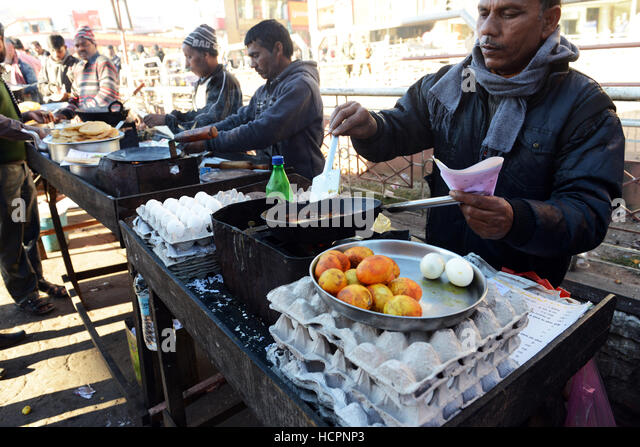 Curried eggs and fresh omelet at an omelet stall in Shillong, India. - Stock Image