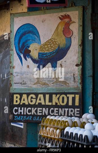 Asien, Indien, Karnataka, Belgaun, Werbung fuer ein Eiergeschaeft - Stock-Bilder