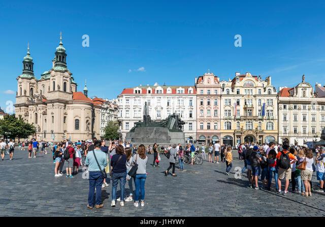 The Old Town Square (Staroměstské náměstí), with Jan Hus statue in centre and St Nicholas' - Stock Image