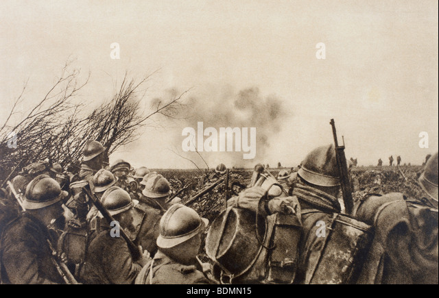 French soldiers on the battlefield front line and waiting to attack in 1916. - Stock Image
