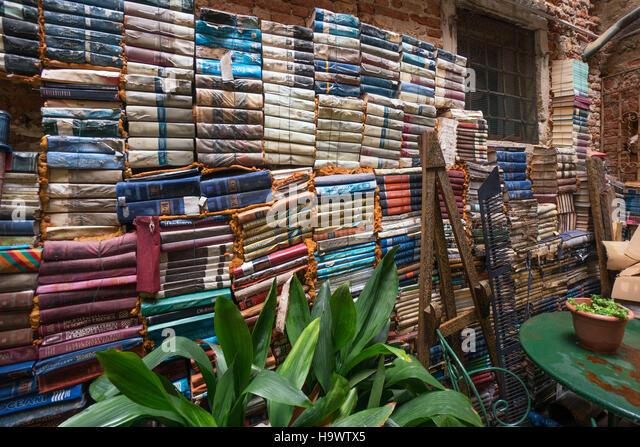 Libreria Aqua Alta book shop, Venedig, Venezia, Venice, Italia, Europe, - Stock Image
